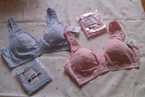 這款共有4個色系,分別是粉紅、藍、米以及無染色的有機棉(條紋式),我買的是粉紅及藍色系共兩套!