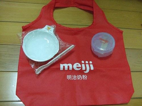 明治奶粉購物袋一個、研磨碗組1組、奶嘴存放盒1個