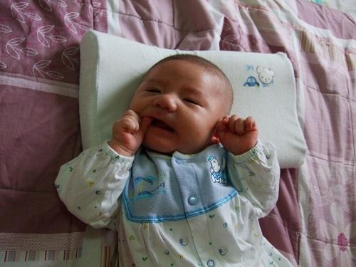 寶寶發展:口欲期寶寶經常性吃手