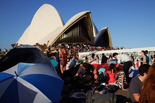 雪梨歌劇院場地也是人山人海